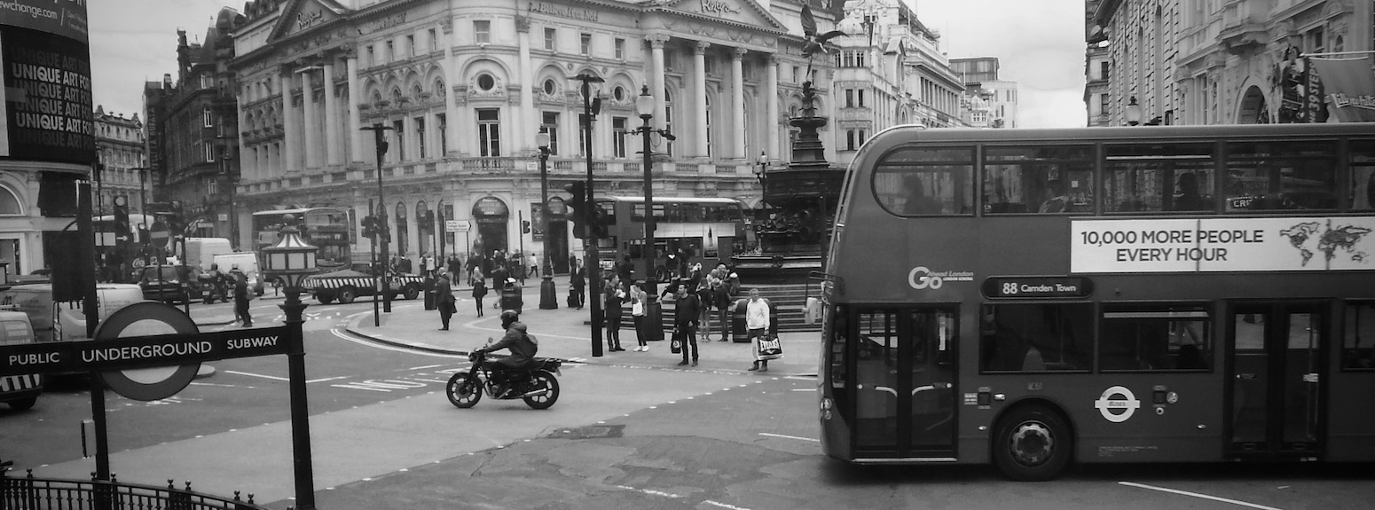 London bus in Piccadilly Circus